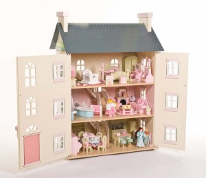 Le Toy Van Dolls\' House Guide / Wooden Toys Blog | WoodenToyShop.co.uk