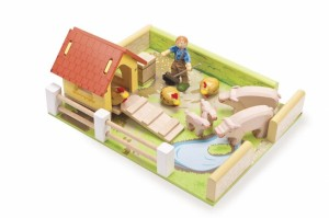 Le Toy Van Hog and Hen Pen